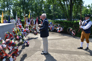 Fort Henry Chapter genealogist Compatriot J. Gary Auber lays a wreath on the chapter's behalf at the Tomb of the Unknown Revolutionary War Soldier, Fort Laurens, Bolivar, Ohio, July 25, 2015.
